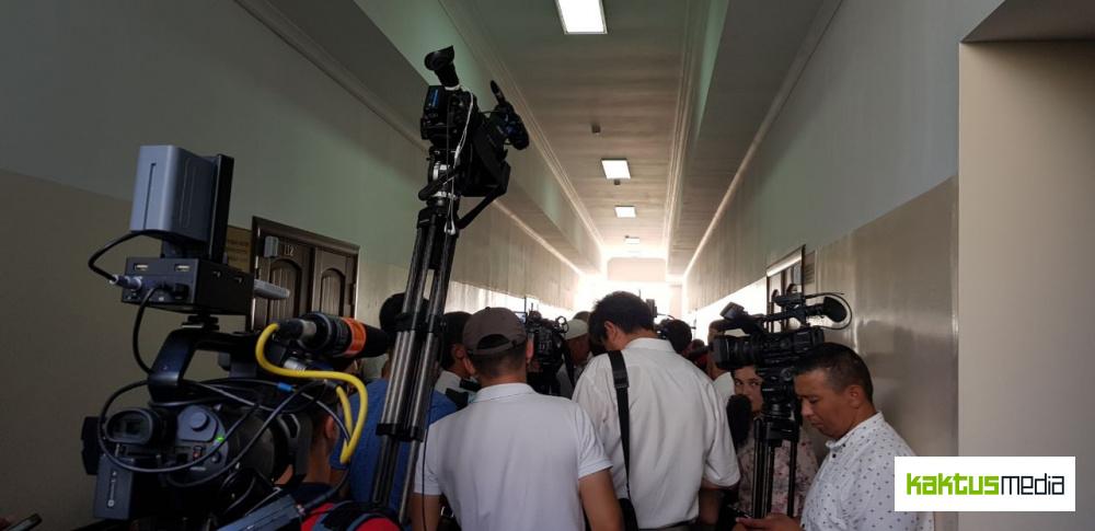 Приставы запрещают съемку в Верховном суде и не пускают СМИ на процесс по Текебаеву